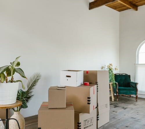 Why Should You Hire a Removal Company When You Are Moving House?